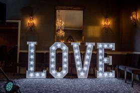 LOVE (4FT)